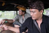Dua Orang Pengabdi Desa Tanpa Pamrih