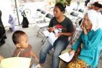Nenek Dalam Pengobatan Gratis, Villa Bintaro Regency