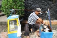 Amir Syarifudin, Pedagang Kue Ape
