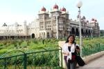 Di depan Istana Mysore