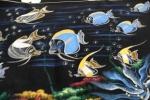Saya menyukai lukisan tentang kawanan Blue Surgeon Fish yang berenang di dalam arus lautini.