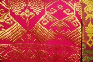 Kain Songket  Bali- benang  emas 8