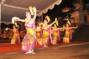 Sekaha Gong Kebyar Giri Kusuma, Desa Pekraman Sulahan  Bangli - Tari Gabor1