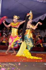 Sekaha Gong Kebyar Giri Kusuma, Desa Pekraman Sulahan  Bangli - Tari Oleg Tamulilinga.