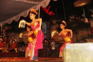 Sekaha Gong Kebyar Nareswari, Desa Pekraman Demulih  Bangli - Tari Gabor.