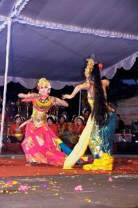 Sekaha Gong Kebyar Nareswari, Desa Pekraman Demulih  Bangli - Tari Oleg Tamulilingan.
