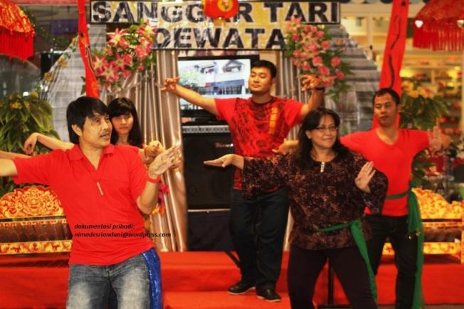 Latihan menari Bali 1