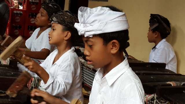 Kebudayaan Daerah Dan Alih Generasinya. (2/4)