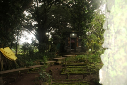 Di belakang Pendopo Agung Trowulan.