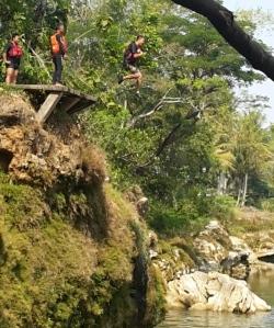 Meloncat di Sungai Oyo