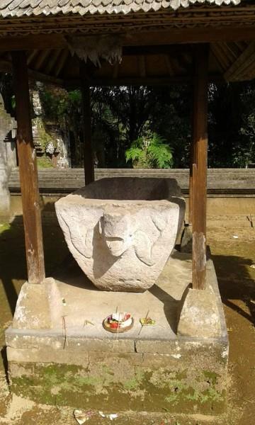 Sarcophagus di Desa Adat cekeng, Susut, Bangli. Photo milik Komang Karwijaya.